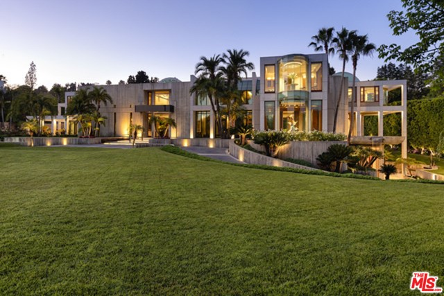 Backyard in a $59,000,000 Beverly Hills home for sale