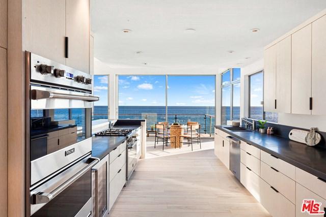 Photo of a kitchen in Malibu