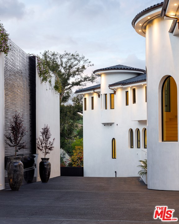 Facade in a $78,000,000 Los Angeles home for sale