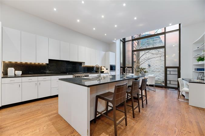 Kitchen in a $4,995,000 Chicago home for sale