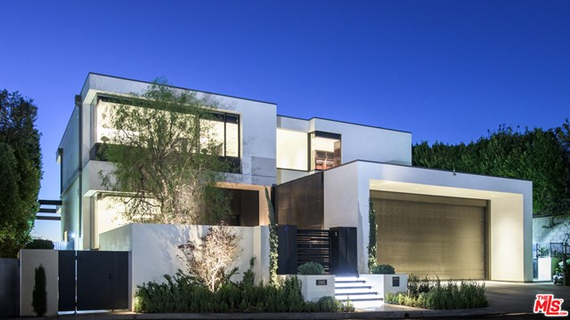 Facade in a $29,500,000 Los Angeles home for sale