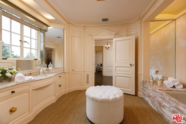 Bathroom in a $75,000,000 Los Angeles home for sale