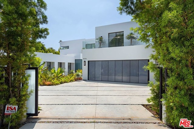 Facade in a $75,000 per month Beverly Hills home for rent