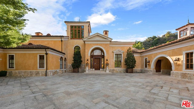 Facade in a $28,000,000 Beverly Hills home for sale