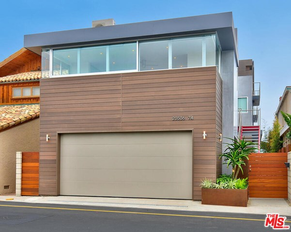 Facade in a $150,000 per month Malibu home for rent