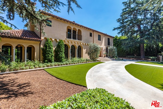 Facade in a $27,500,000 Beverly Hills home for sale