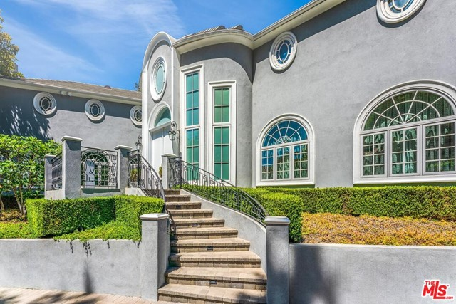 Facade in a $25,500 per month Beverly Hills home for rent