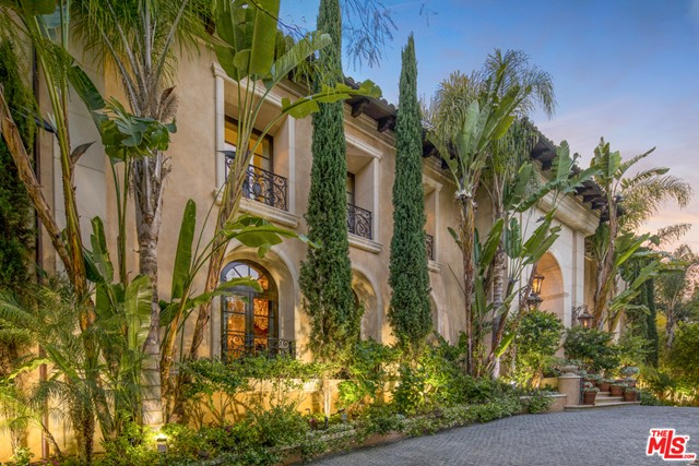 Facade in a $250,000 per month Beverly Hills home for rent