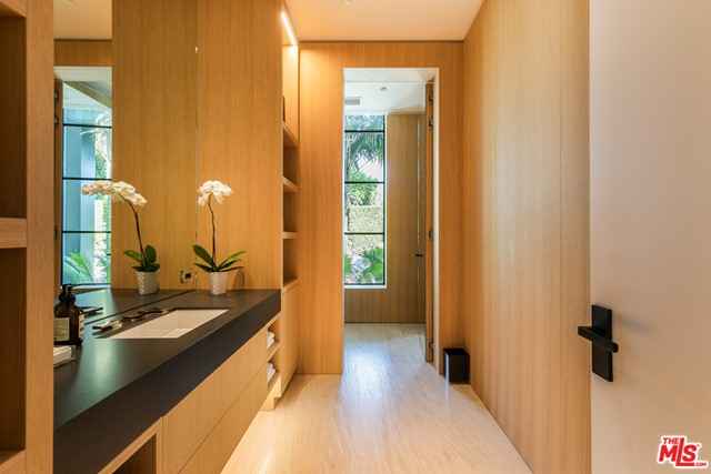 Bathroom in a $90,000,000 Santa Monica home for sale