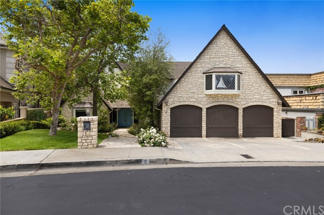 Facade in a $5,495,000 Newport Beach home for sale