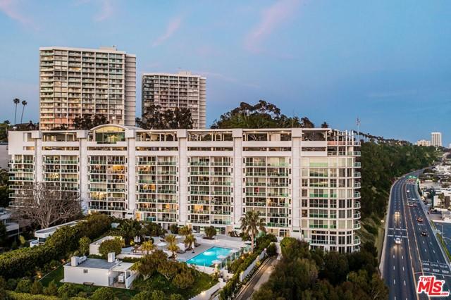 Facade in a $6,250,000 Santa Monica home for sale
