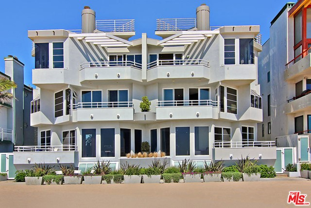 Facade in a $29,500 per month Marina del Rey home for rent