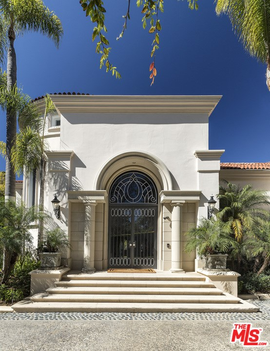 Facade in a $46,000,000 Los Angeles home for sale